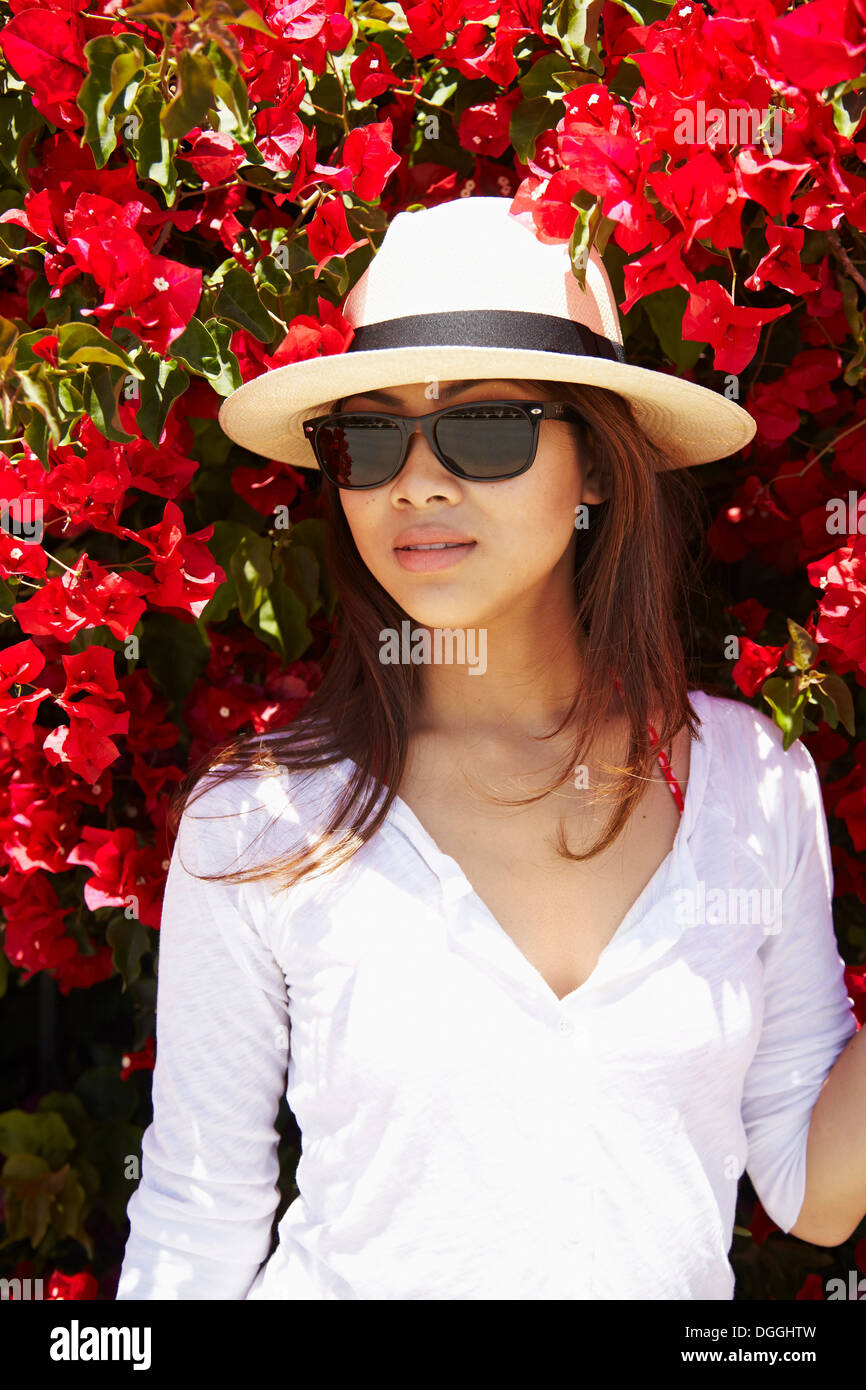 Young woman in front of flowers, Palos Verdes, California, USA - Stock Image