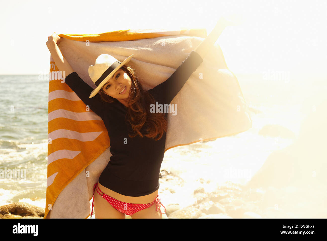 Young woman with beach towel, Palos Verdes, California, USA - Stock Image