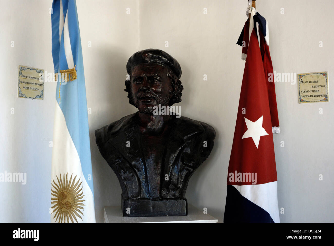 Bust of Che Guevara with Argentinian and Cuban flag, Che Guevara museum in the former home of the revolutionary and guerrilla - Stock Image