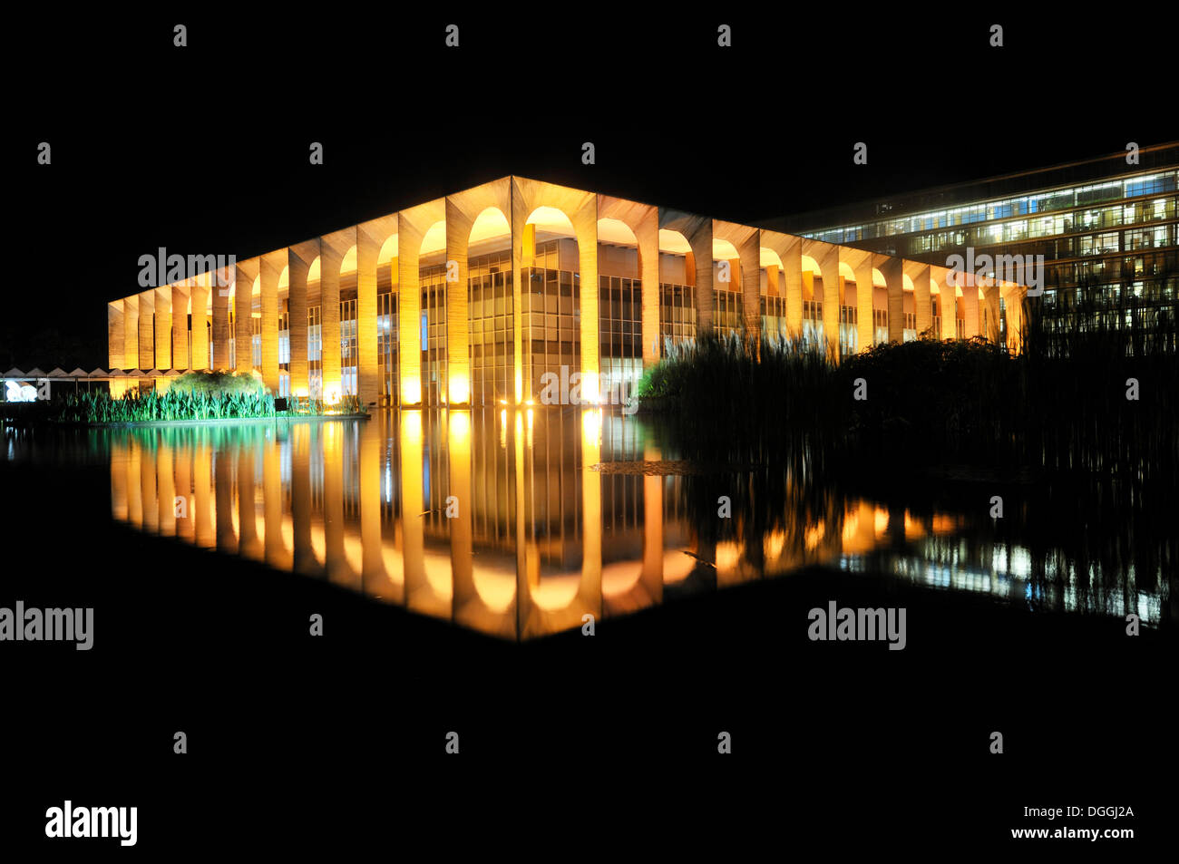 Ministry of Foreign Affairs, Palacio Itamaraty, at night, architect Oscar Niemeyer, Brasilia, Distrito Federal - Stock Image