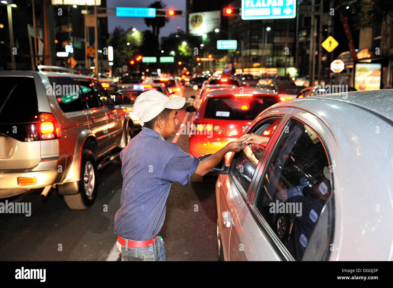 Youths, street children, cleaning car windows at an intersection, trying to earn some money, Mexico City, Ciudad de Mexico - Stock Image