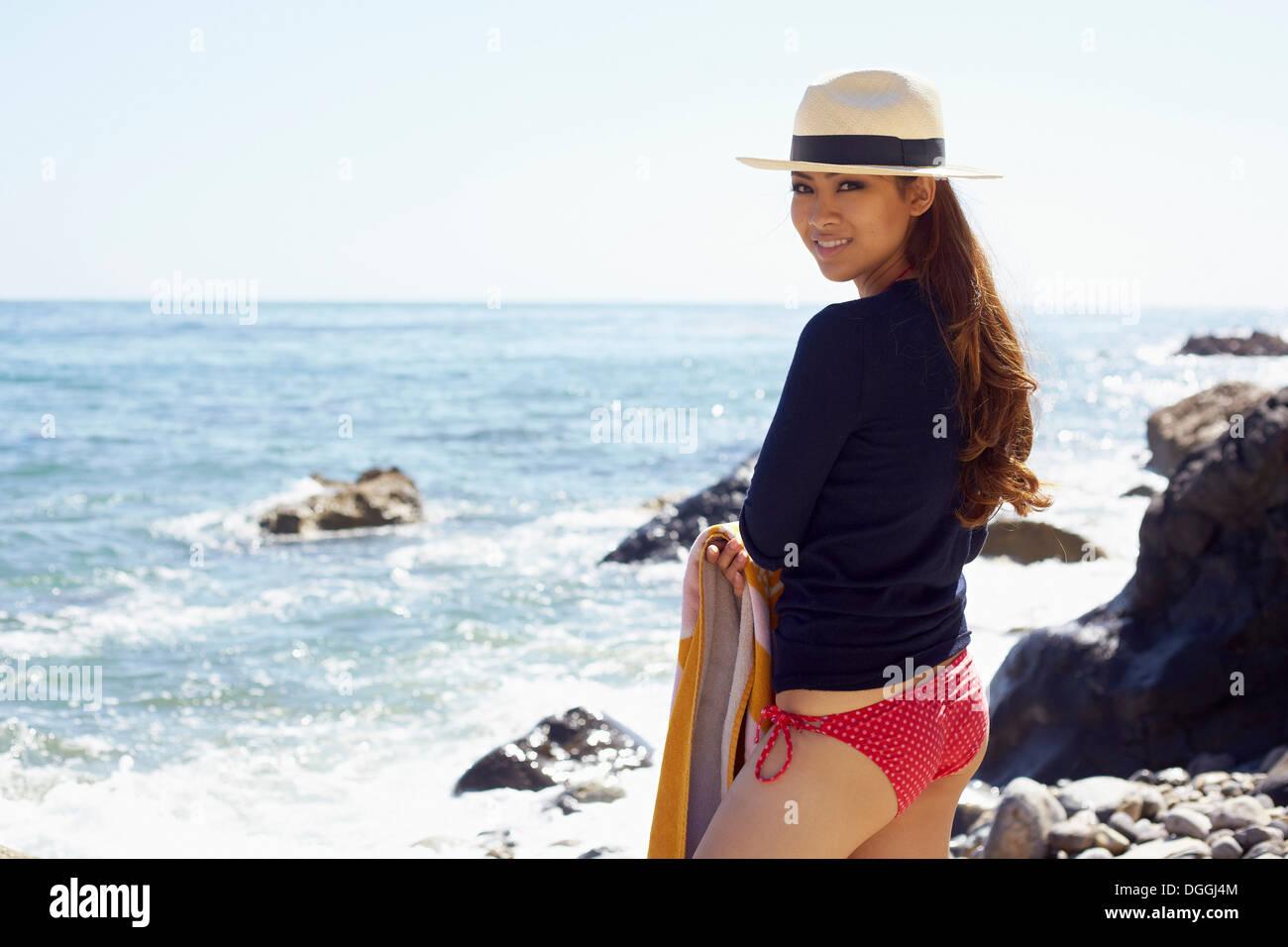Young woman enjoying beach, Palos Verdes, California, USA - Stock Image