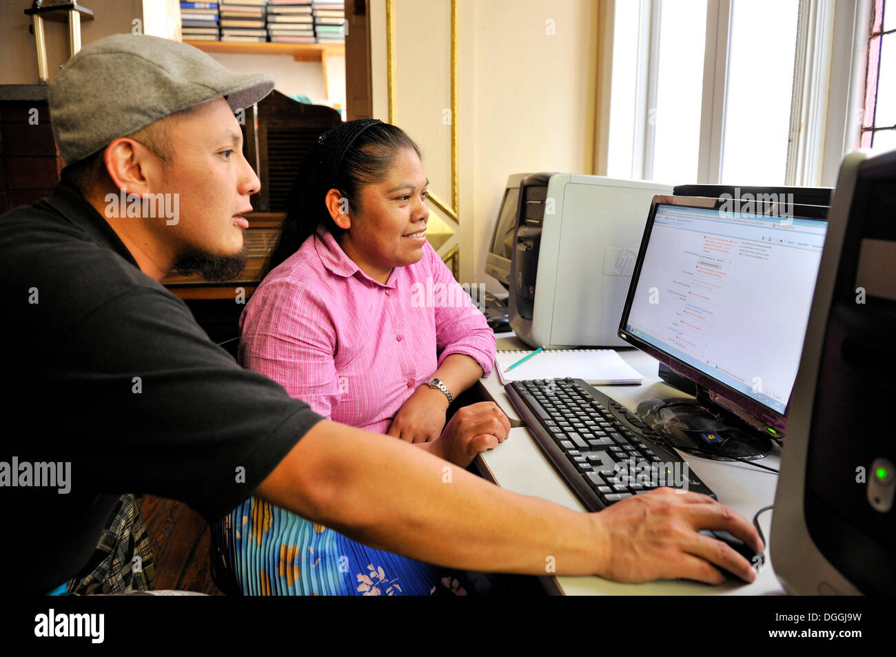 Indigenous woman attending a computer course at the non-governmental organization CIDES in Mexico City, Ciudad de Mexico, Mexico - Stock Image