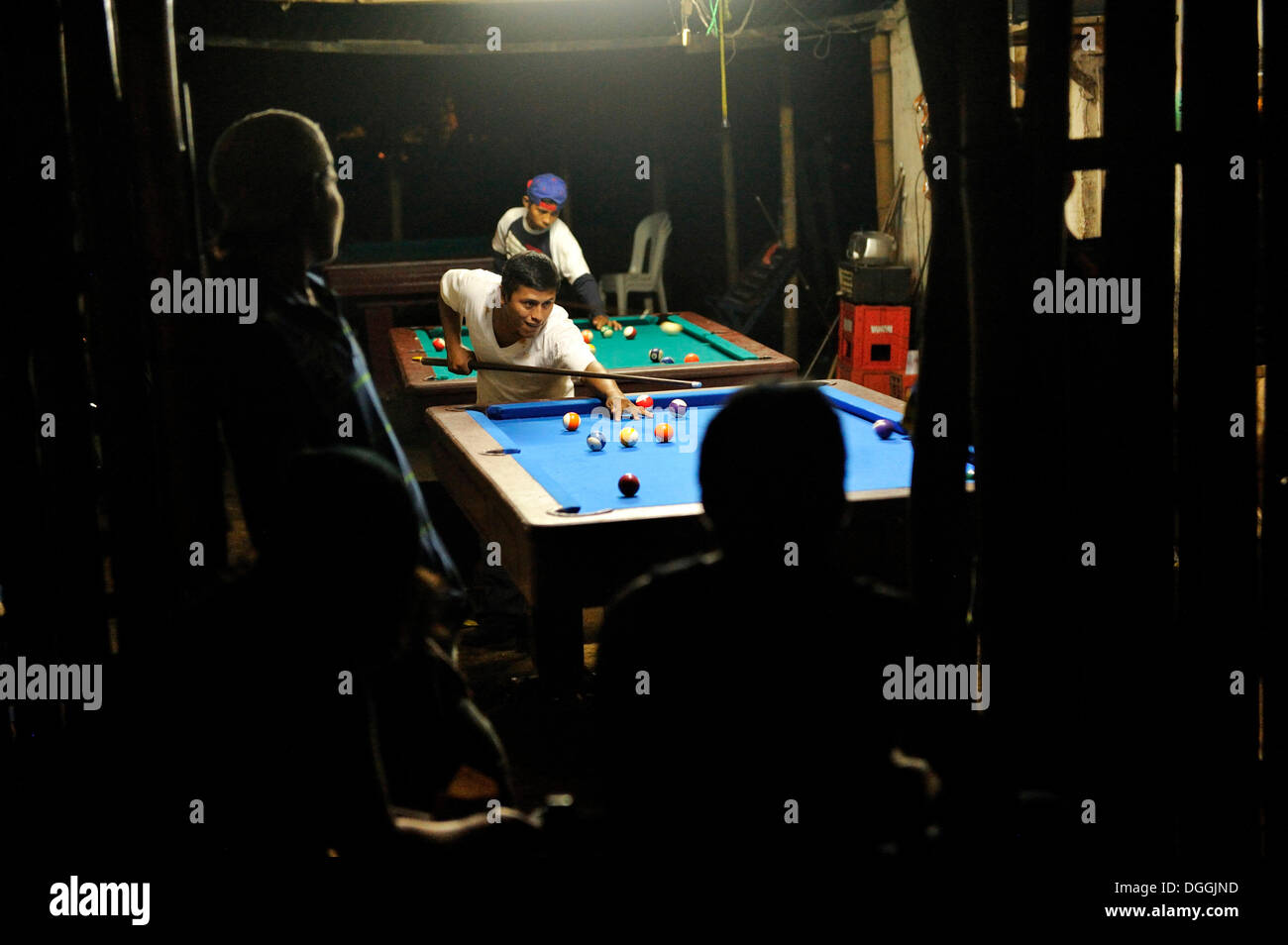 Men playing pool in a bar, Masaya, Nicaragua, Central America - Stock Image