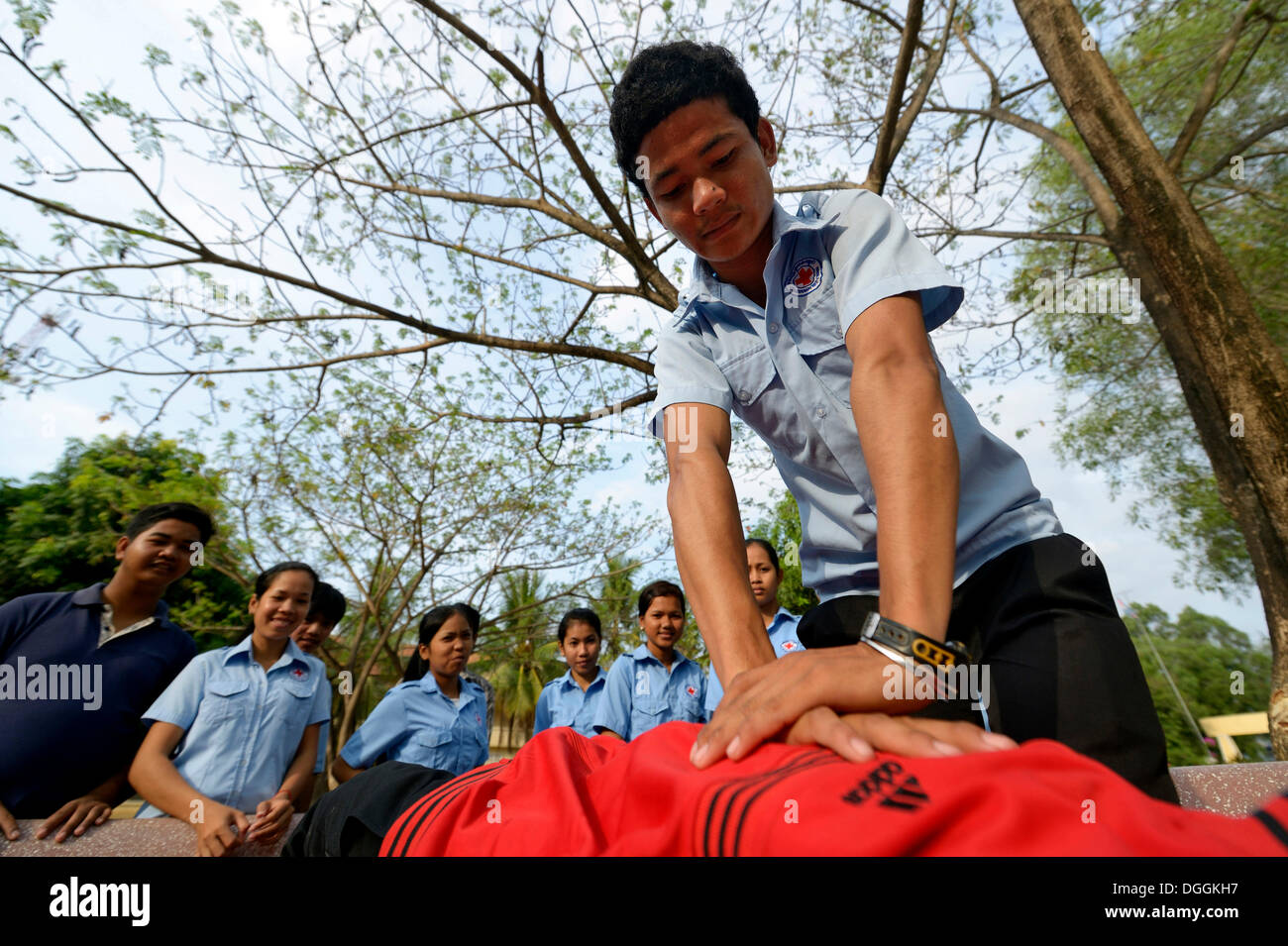 Youth performing a resuscitation procedure, training of young people from the community to become first aid workers by the Red - Stock Image
