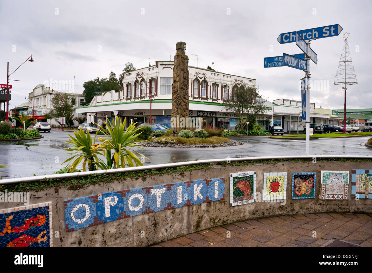 A Maori totem on a road roundabout in the small town of Opotiki, North Island, New Zealand. - Stock Image