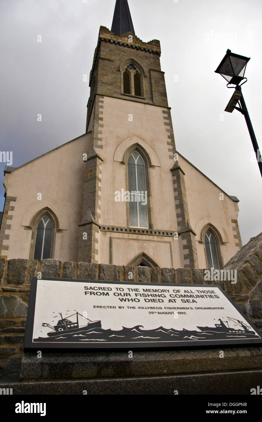 Memorial to memory of those who died at sea in fishing port of Killybegs at Saint Marys church - Stock Image