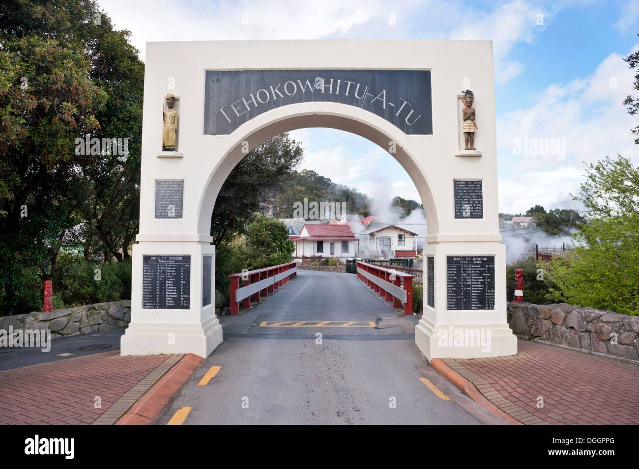 Memorial archway entrance to the Whakarewarewa Maori thermal village, Rotorua, North Island, New Zealand. Commemorates fallen soldiers. - Stock Image