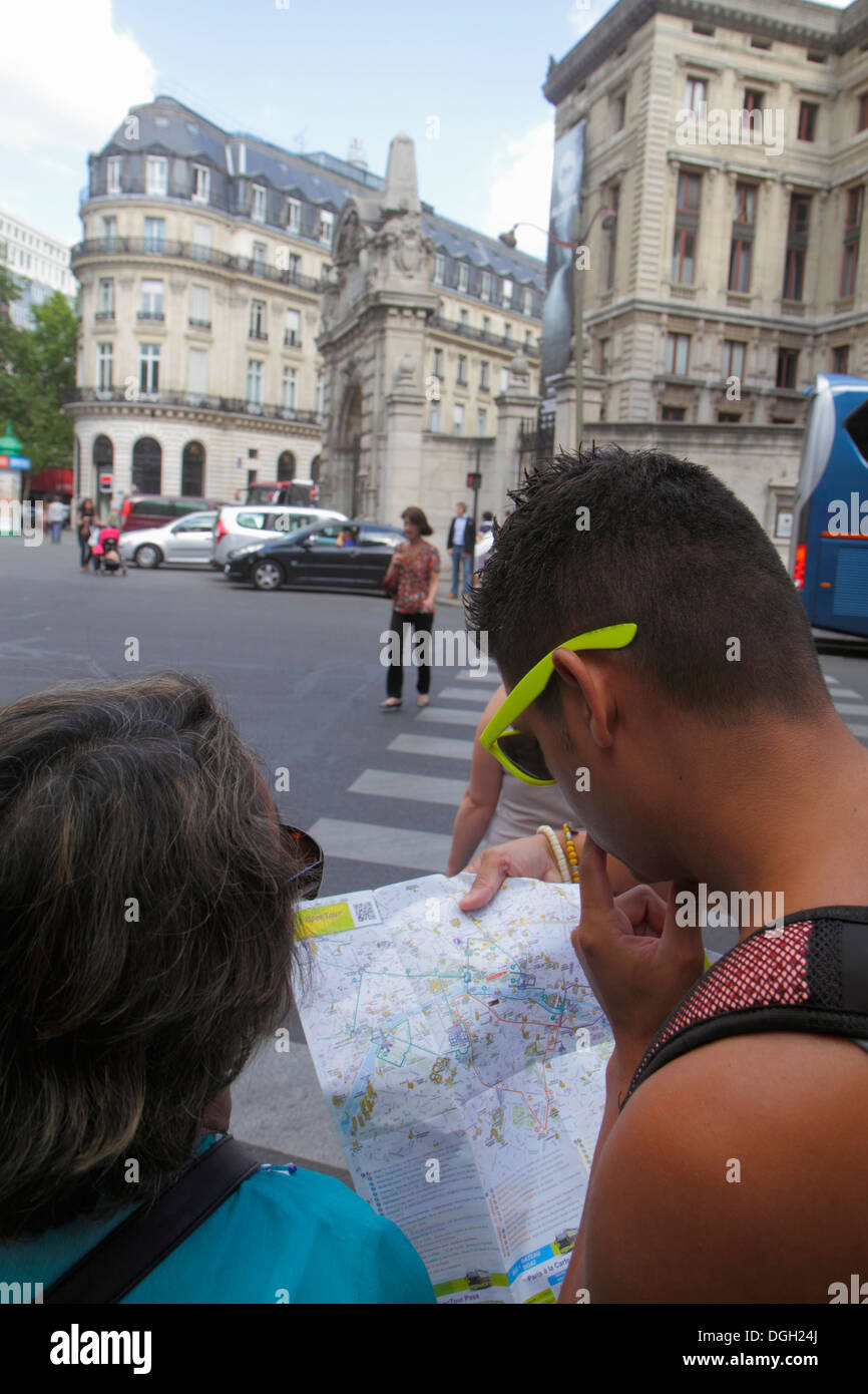Paris France Europe French 9th arrondissement Rue Scribe Palais Garnier Opera National de Paris man woman couple looking at map - Stock Image