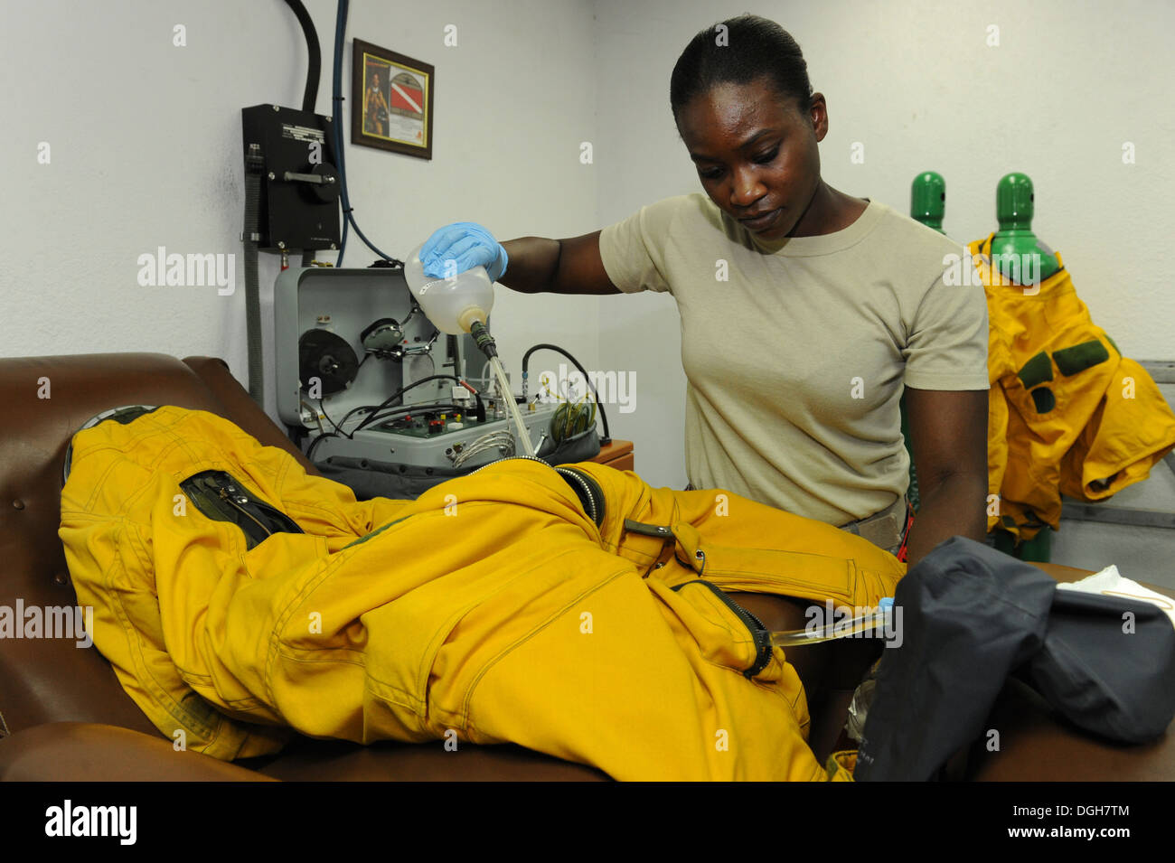U.S. Staff Sgt. Jasmine Chambers, 99th Expeditionary Reconnaissance Squadron physiological support detachment technician, cleans a full body pressure suit during a post-flight inspection at an undisclosed location in Southwest Asia, Oct. 7, 2013. PSD Airm - Stock Image
