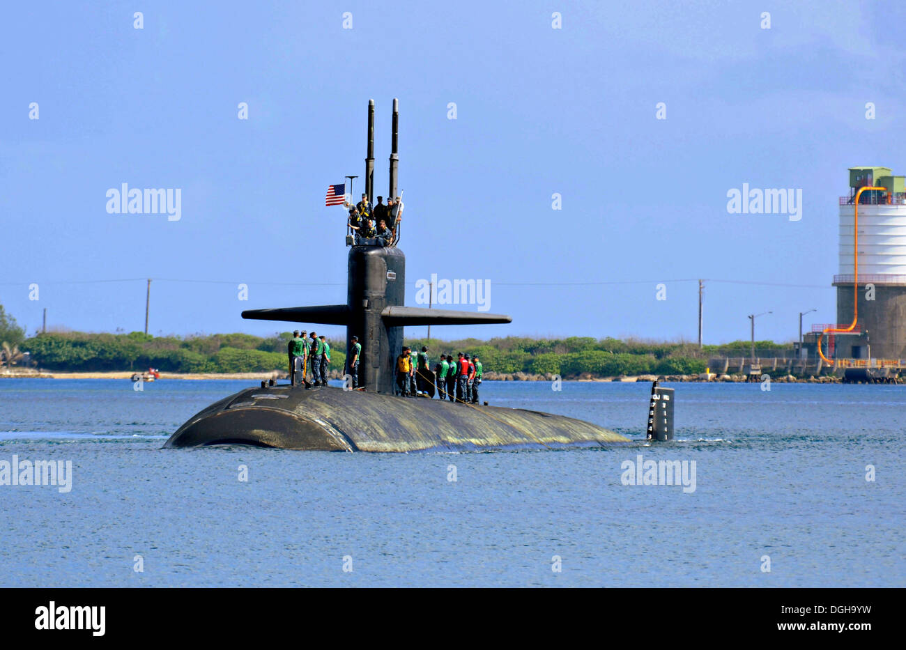 US Navy Los Angeles-class attack submarine USS Albuquerque arrives in Apra Harbor May 7, 2013 in Guam. - Stock Image