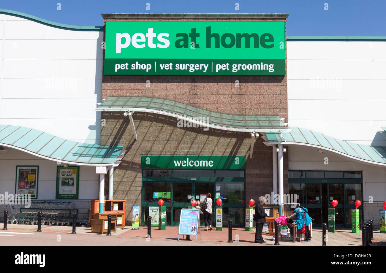 Pets At Home Store - Friern Barnet Retail Park - London - Stock Image