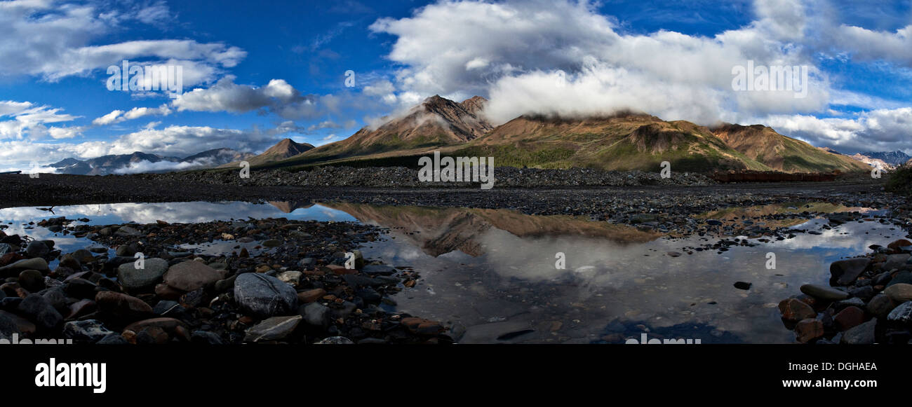 Camp Cloudy and Polychrome Mountain in Denali National Park, Alaska - Stock Image