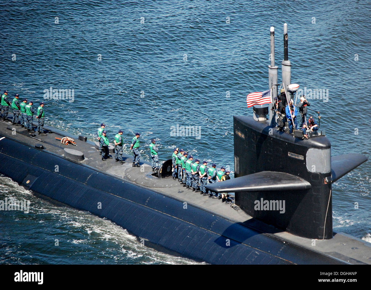 US Navy Los Angeles-class attack submarine USS Dallas departs Naval Submarine Base New London May 3, 2013 in Groton, CT. - Stock Image