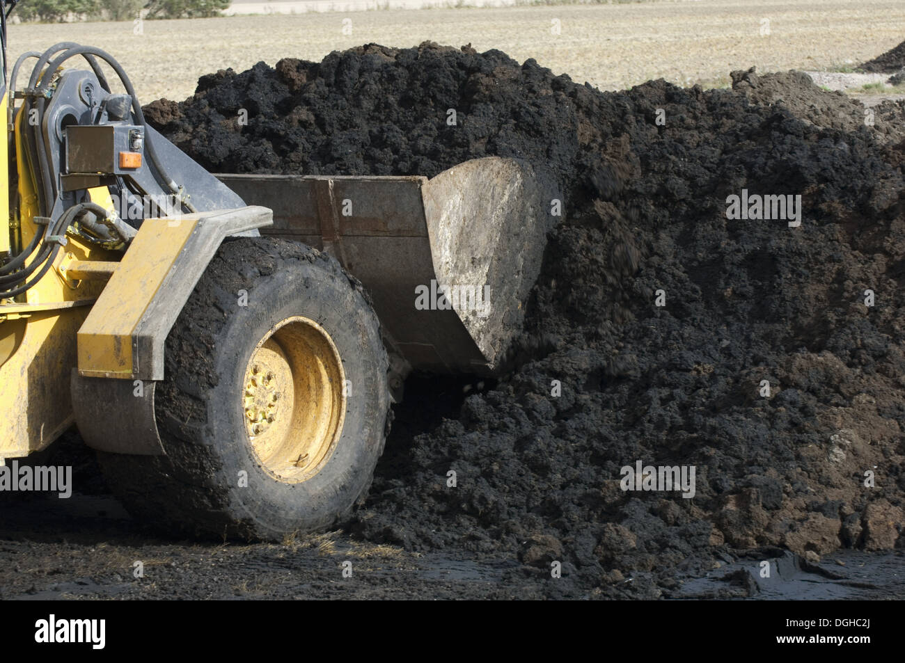 Load Spreading Stock Photos Images Alamy Volvo L50d Loader Wiring Diagram L50 D Wheel Loading Muck Into Bucket To Spreader