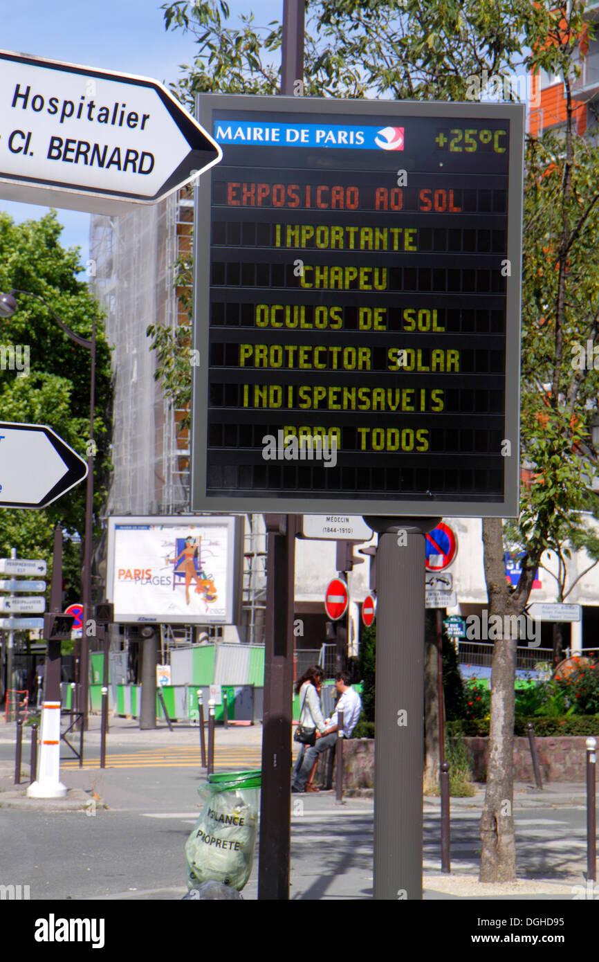 Paris France Europe French 18th arrondissement Avenue de la Porte de Montmartre sign digital warning weather heat wave high temp - Stock Image