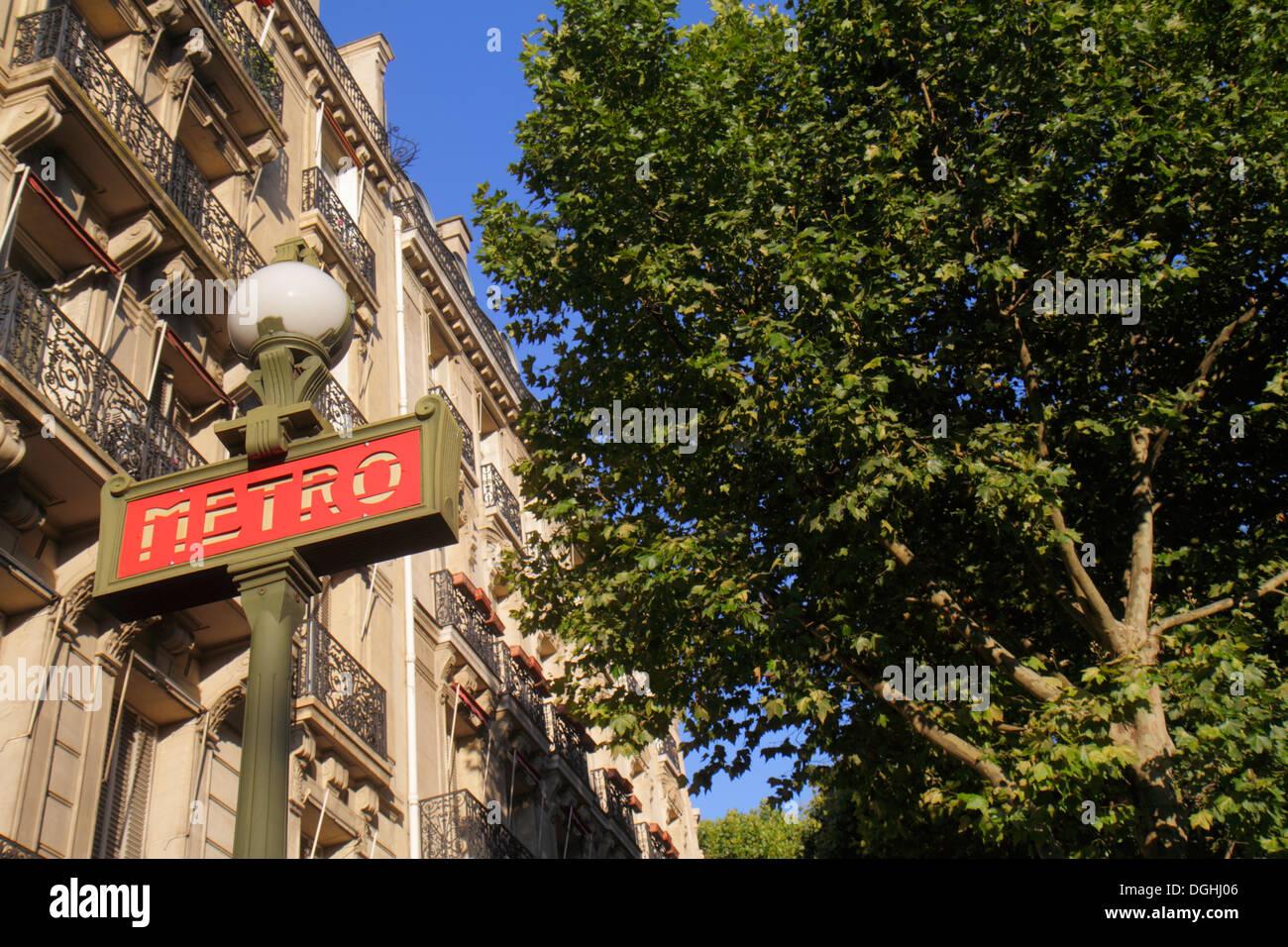 Paris France Europe French 8th arrondissement Place Alma Alma Marceau Metro Station Line 9 subway public transportation sign ent - Stock Image