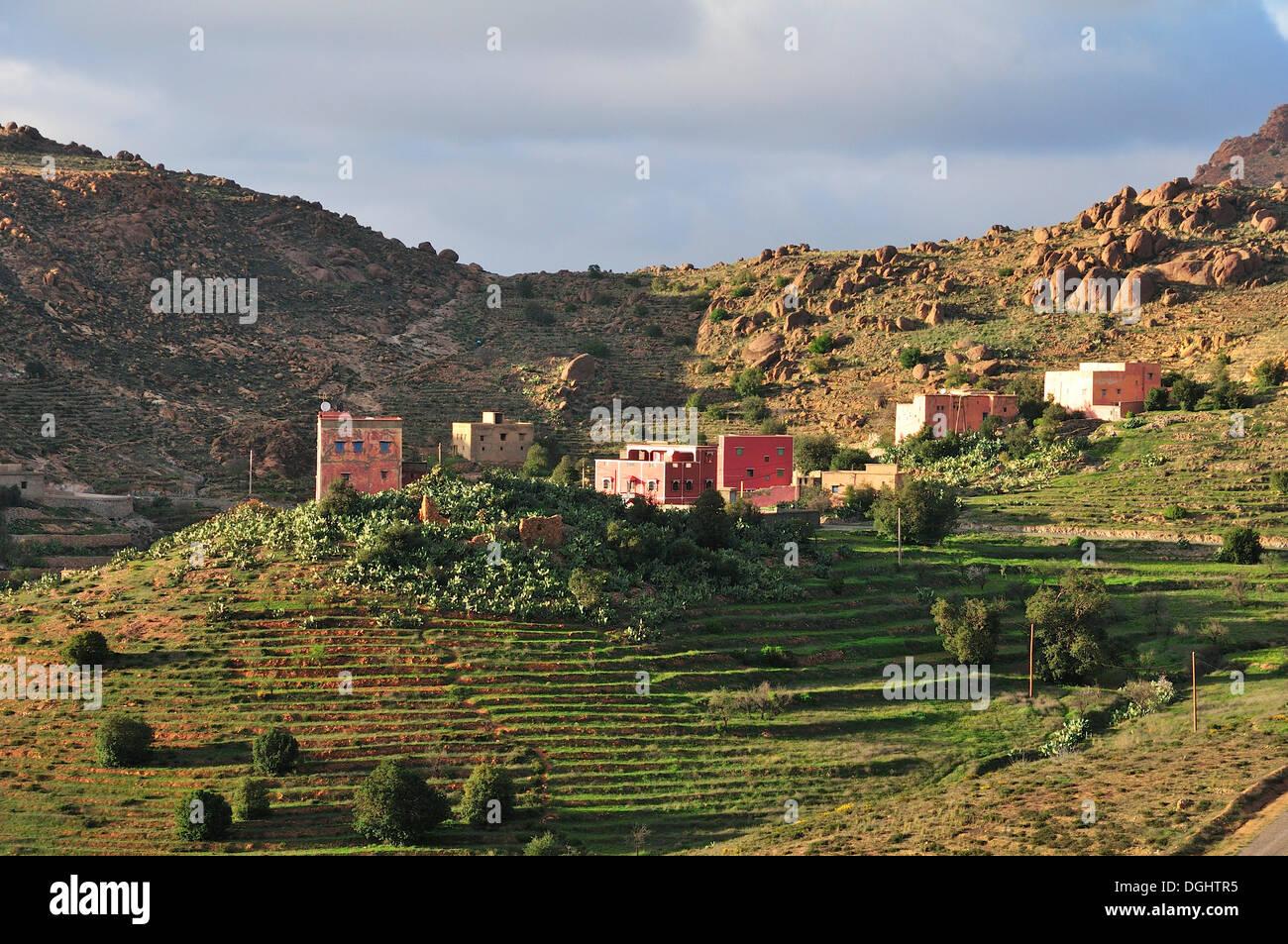 Farmhouses in a barren mountain landscape, Souss-Massa-Draâ, Antiatlas, Morocco - Stock Image