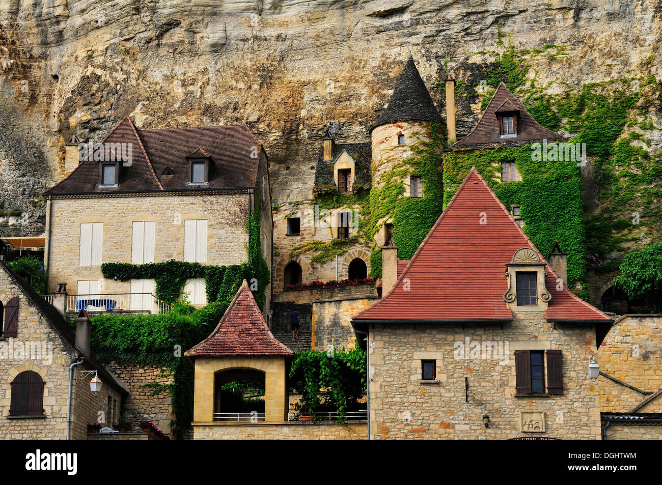 The village with the manor house 'Manoir de Tarde' in La Roque-Gageac, La Roque-Gageac, Dordogne, Aquitanien, France - Stock Image