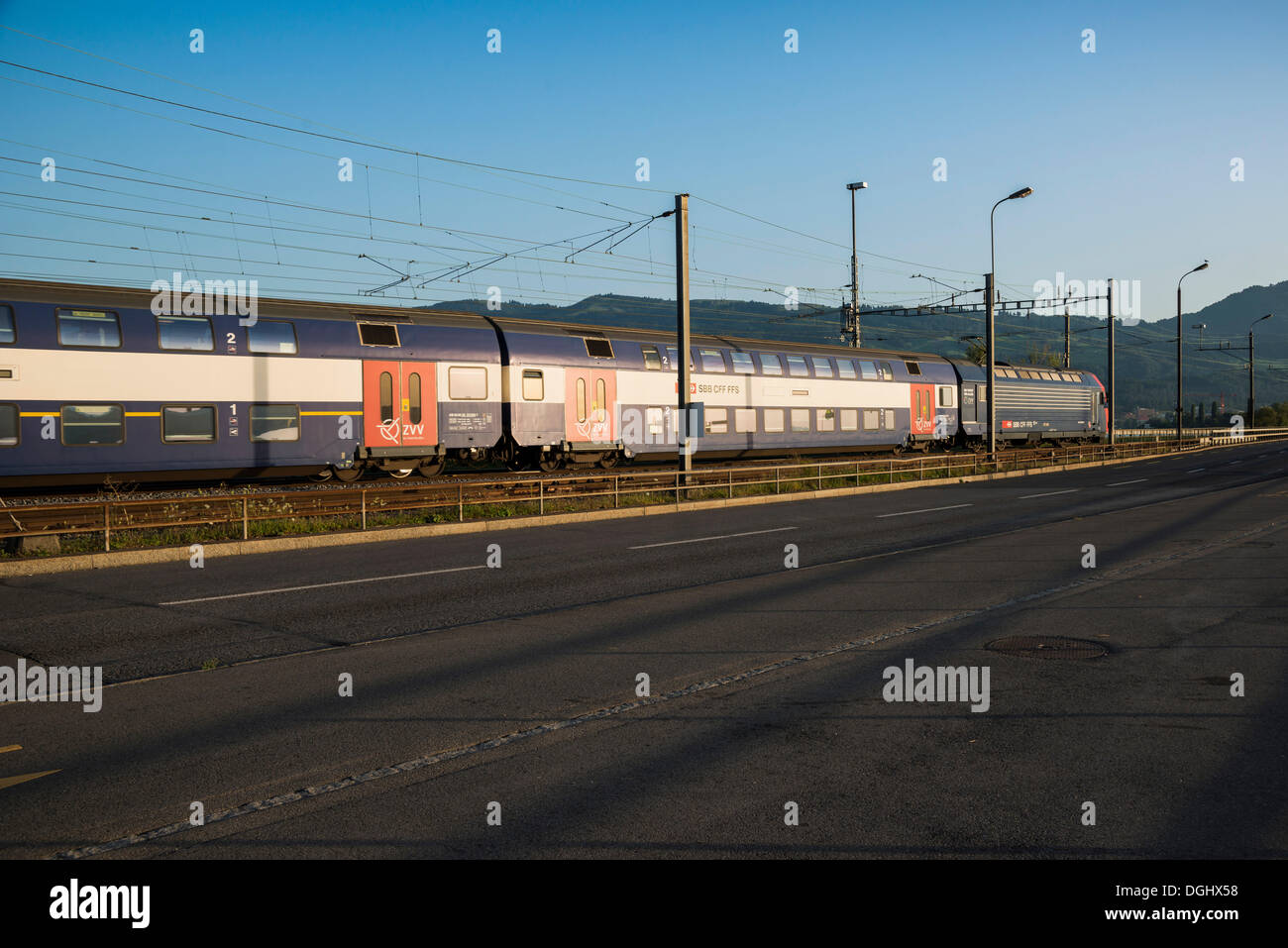 SBB train at the dam en route to Rapperswil, Swiss federal railways, Rapperswil, Rapperswil-Jona, Canton of St. Gallen - Stock Image