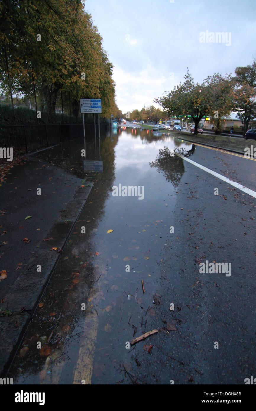 glasgow uk 22nd oct 2013 major flooding at a82 great. Black Bedroom Furniture Sets. Home Design Ideas