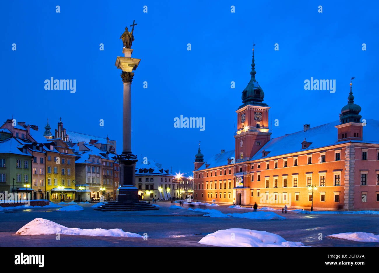 Winter twilight in Castle Square in Warsaw with Zygmunt's Column and the Royal Castle illuminated. - Stock Image