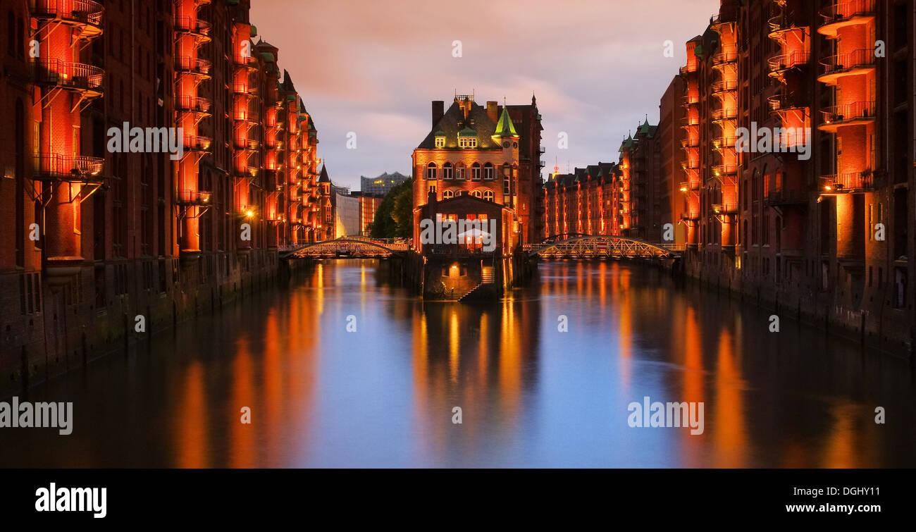 Hamburg Speicherstadt Wasserschloss Nacht - Hamburg city of warehouses palace at night 04 - Stock Image
