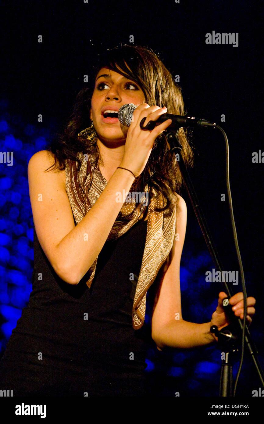 Singer Nicole Zribi aka Djemeia of the Swiss singer and songwriter duo Jones n' Djemeia live in the Knascht Club, Lucerne Stock Photo