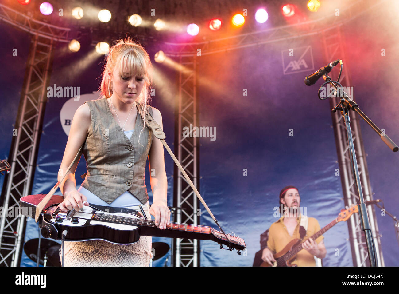 Singer and guitarist Megan Lovell of the U.S.-American sisters' band Larkin Poe performing live at the Blue Balls Festival - Stock Image