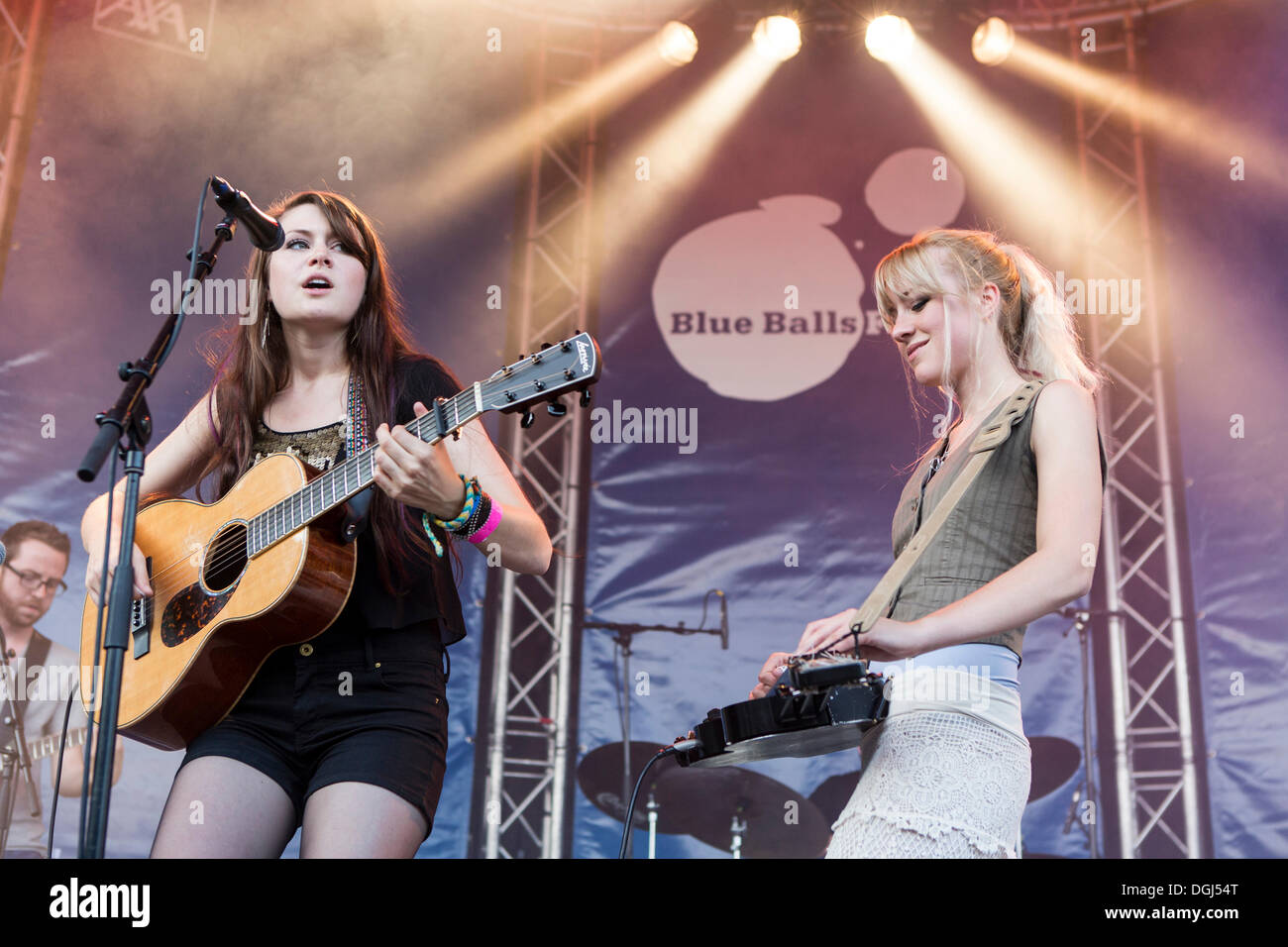 Rebecca and Megan Lovell of the U.S.-American sisters' band Larkin Poe performing live at the Blue Balls Festival - Stock Image