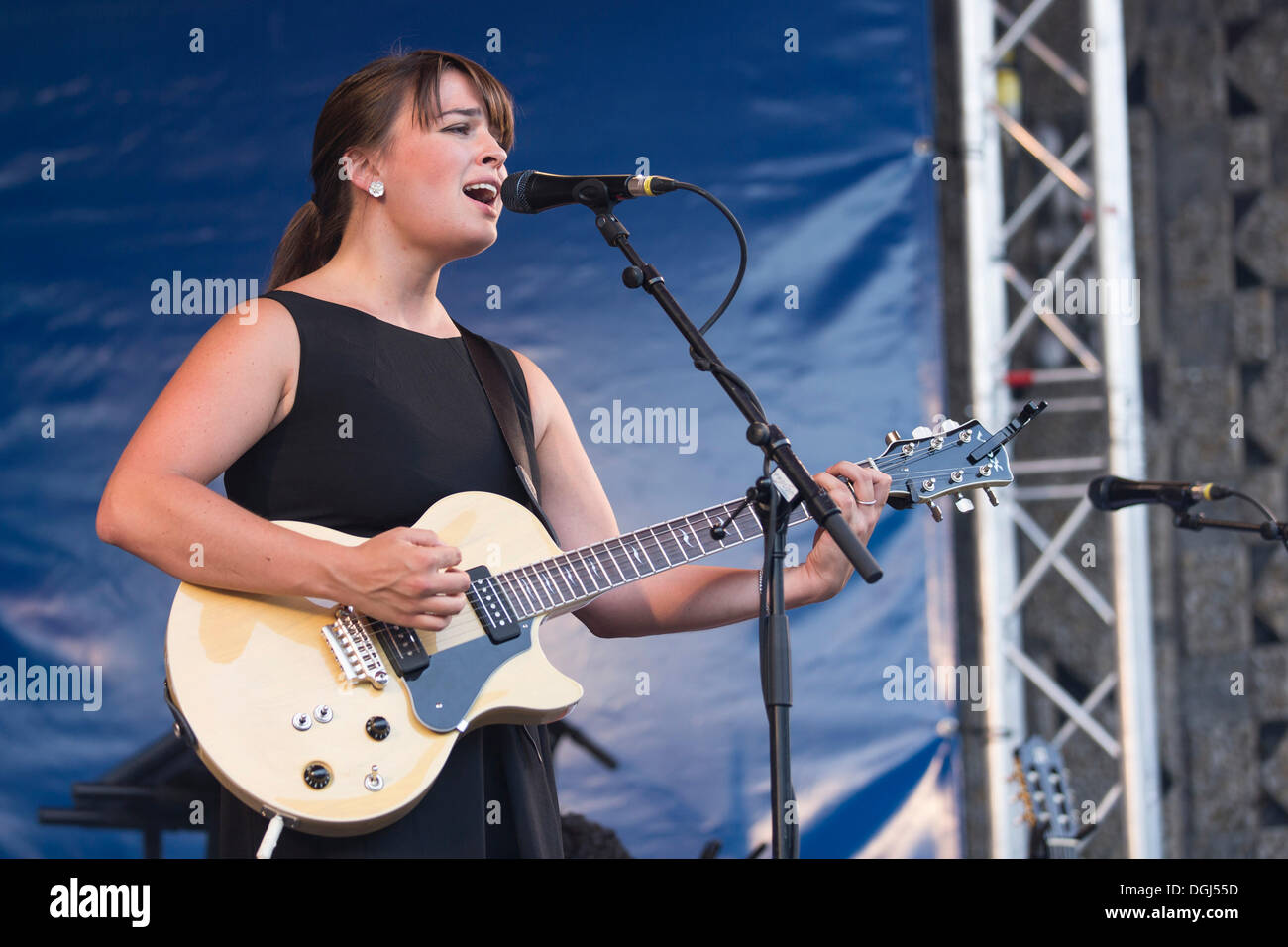 U.S.-American singer, songwriter Lizzy Loeb performing live at the Blue Balls Festival, Pavilion at the lake, Lucerne - Stock Image