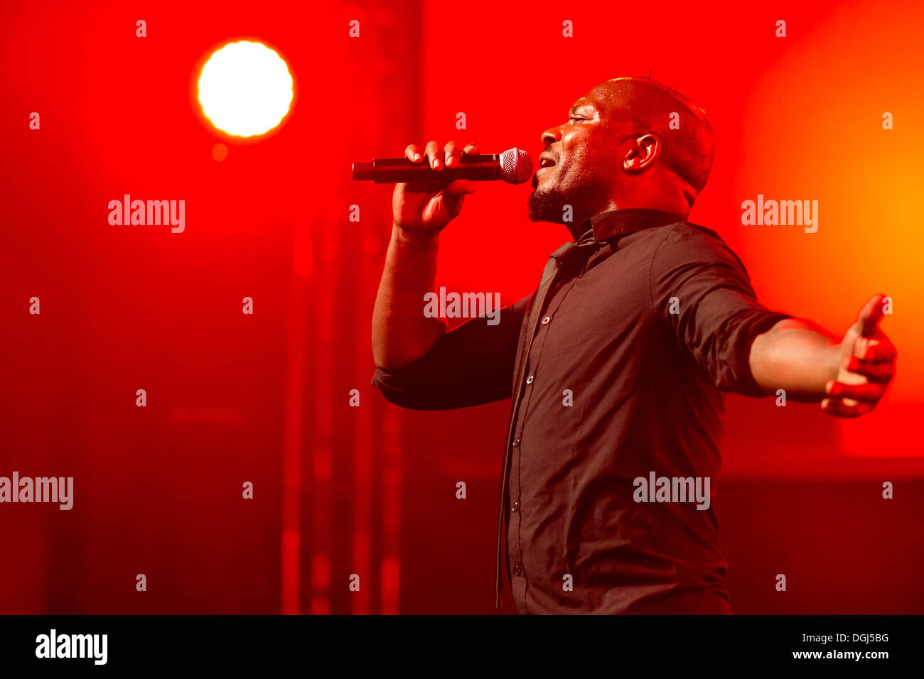 """Singer and frontman Kelvin Swaby of the British indie rock band """"The Heavy"""" performing live at the Lucerne hall Stock Photo"""