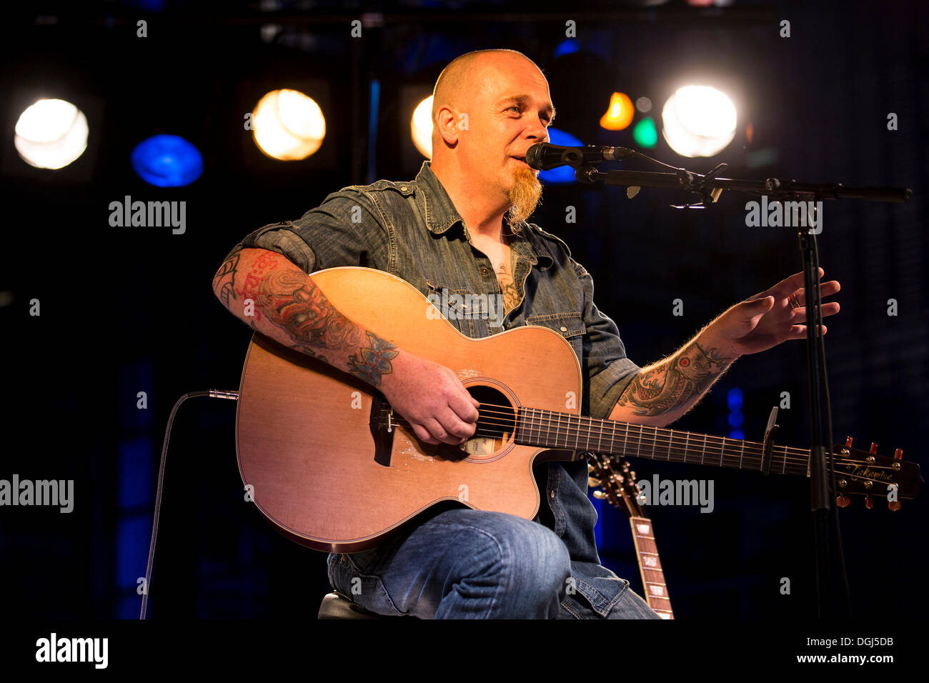 The Irish singer and songwriter Mike Bartlett performing live in front of the KKL Plaza at the Blue Balls Festival, Lucerne - Stock Image