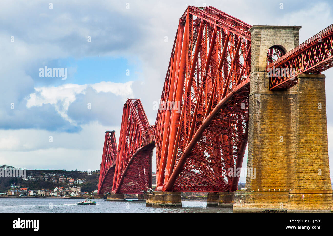 The Forth Bridge is the second longest single span cantilever in the world. - Stock Image