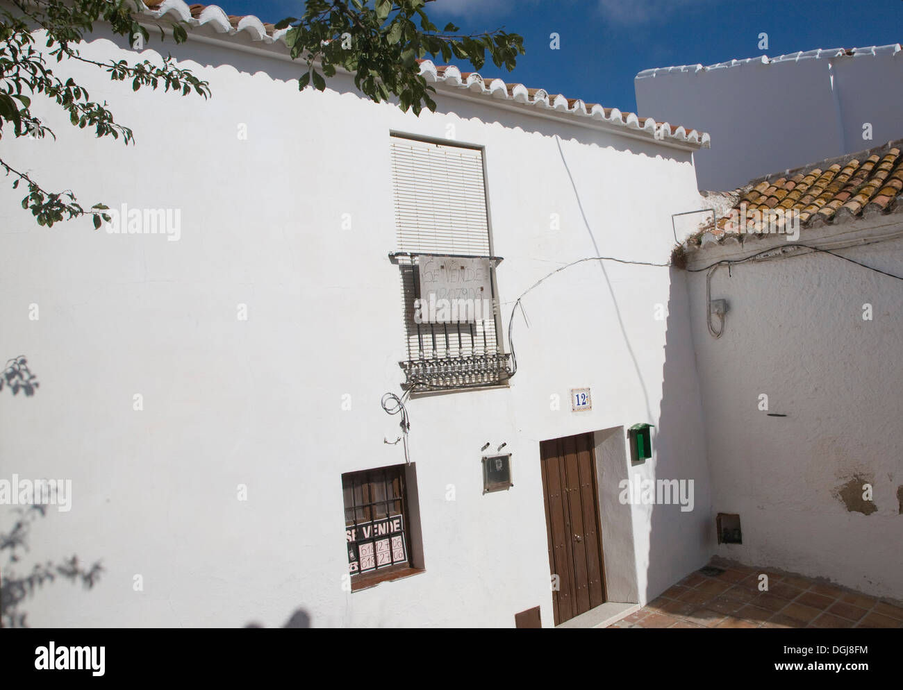 House for sale sign Comares village, Axarquía region, Malaga province, Andalusia, Spain - Stock Image