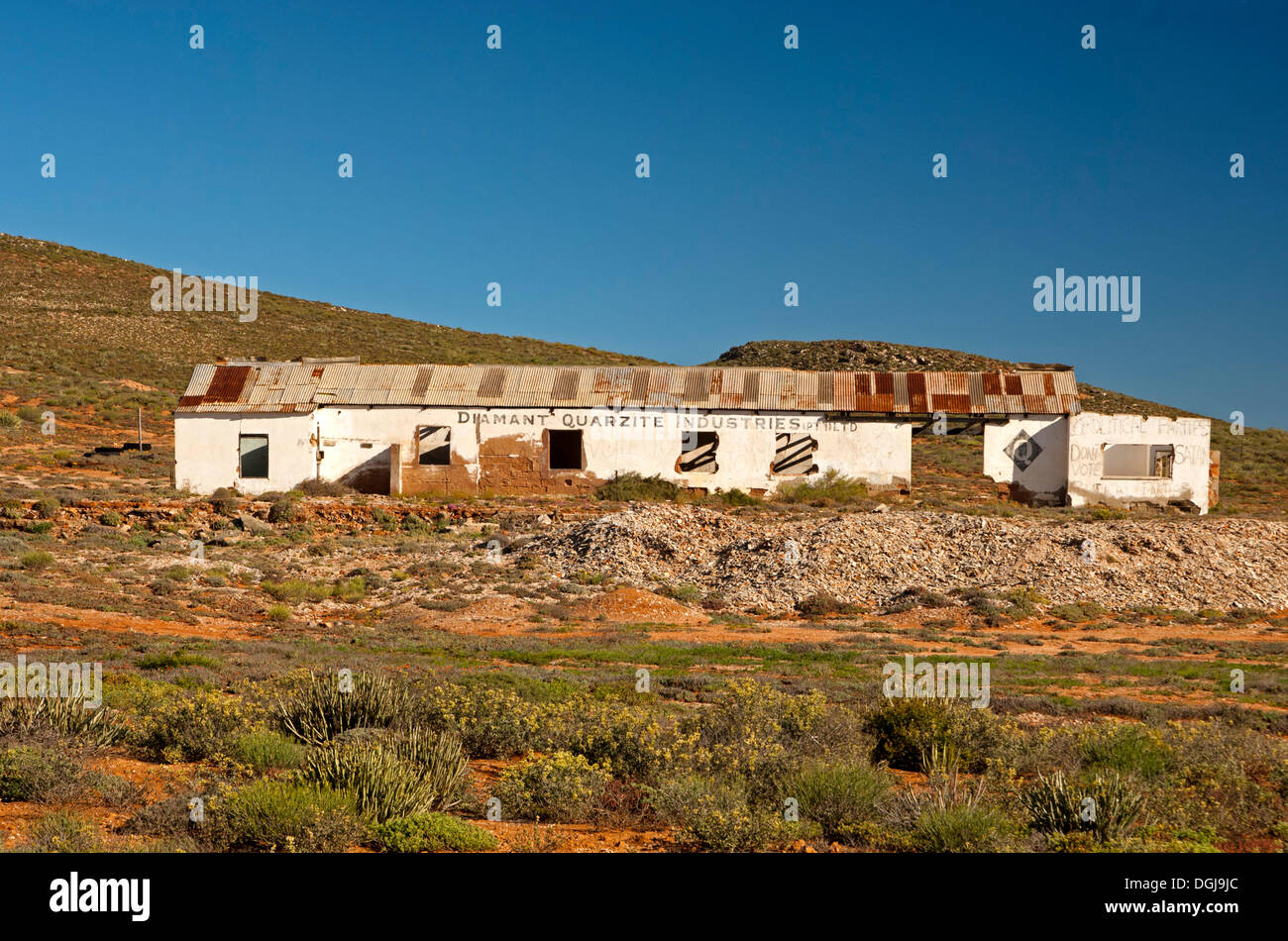Dilapidated office buildings of the Diamond Quarzite Industries Ltd., National Road 7, Northern Cape province, South Africa - Stock Image