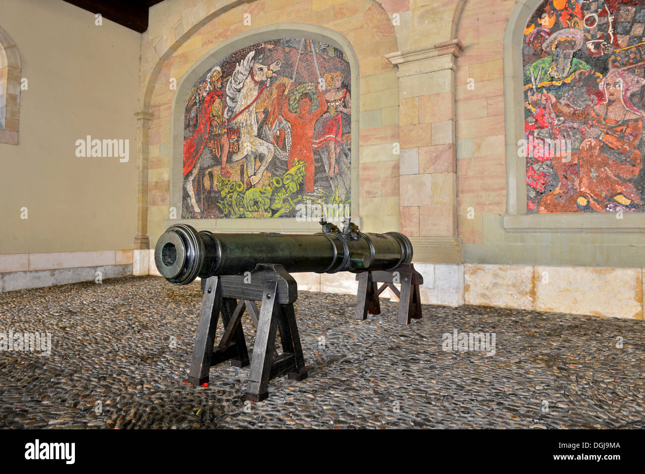 Medieval cannon of the Geneva artillery in the former armoury, at back mosaic by Alexandre Cingria depicting the arrival of - Stock Image