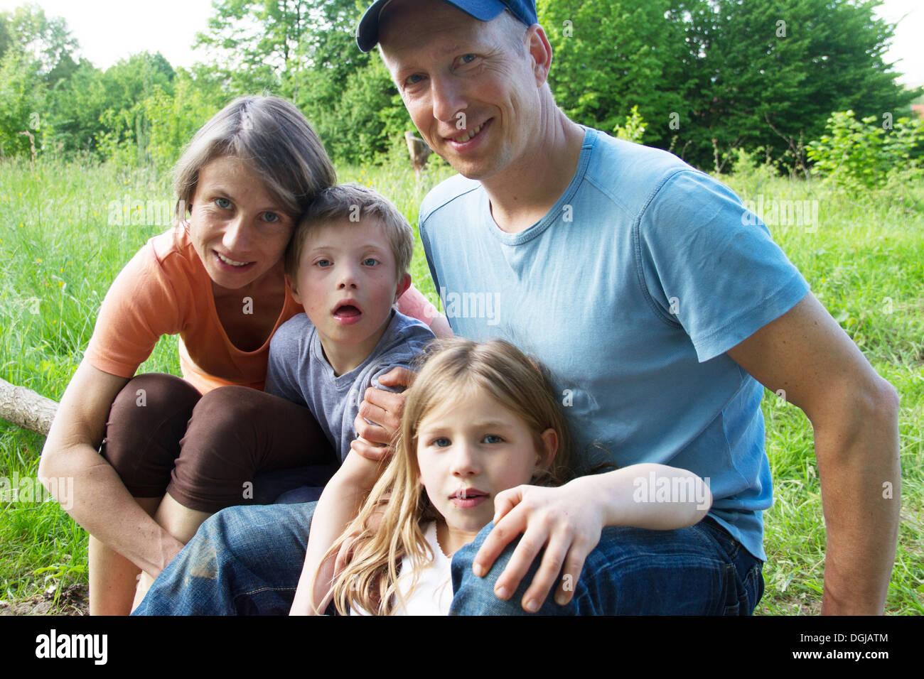 Outdoor portrait of family with two children - Stock Image