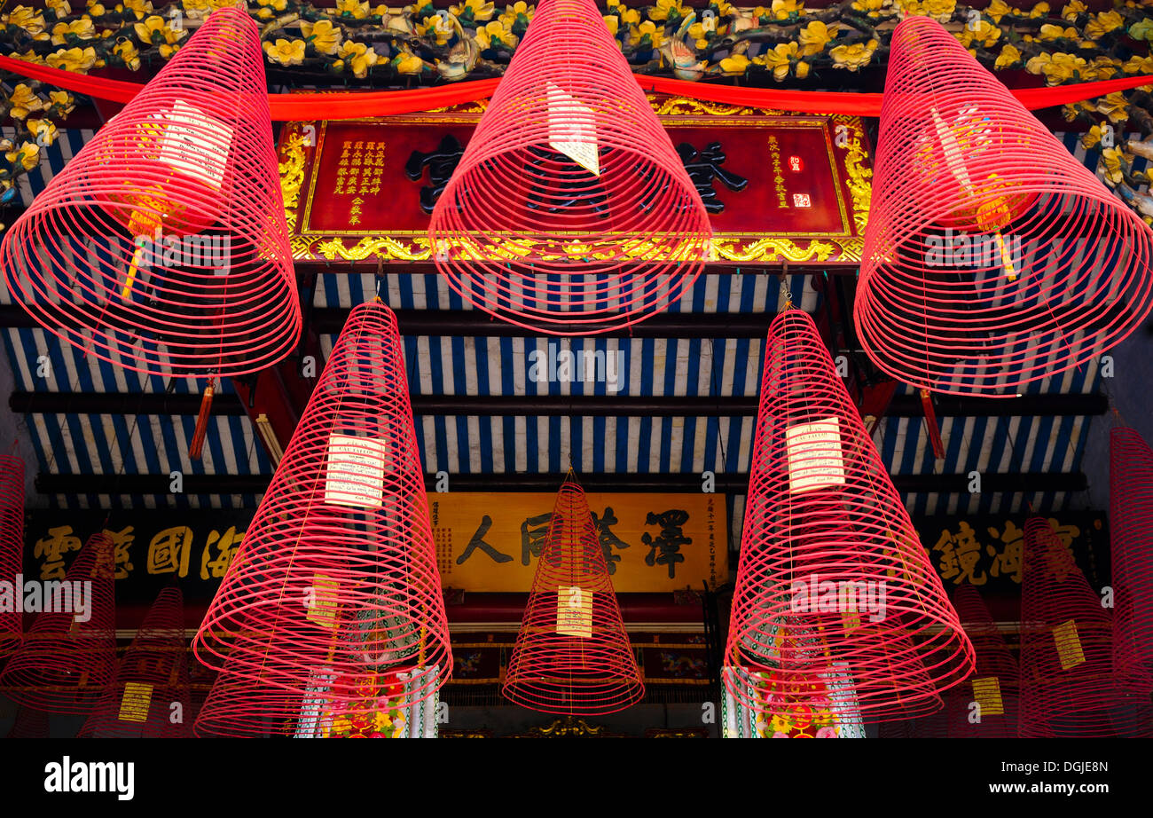 Cone-shaped incense, sandalwood, with prayers, in the assembly hall of the Chinese from Guangzhou, Hue, Vietnam, Southeast Asia - Stock Image