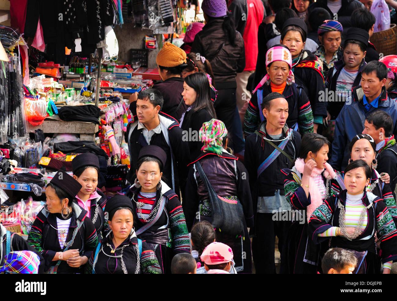 Market of Sa Pa or Sapa, Black Hmong ethnic minority group, North Vietnam, Vietnam, Asia - Stock Image