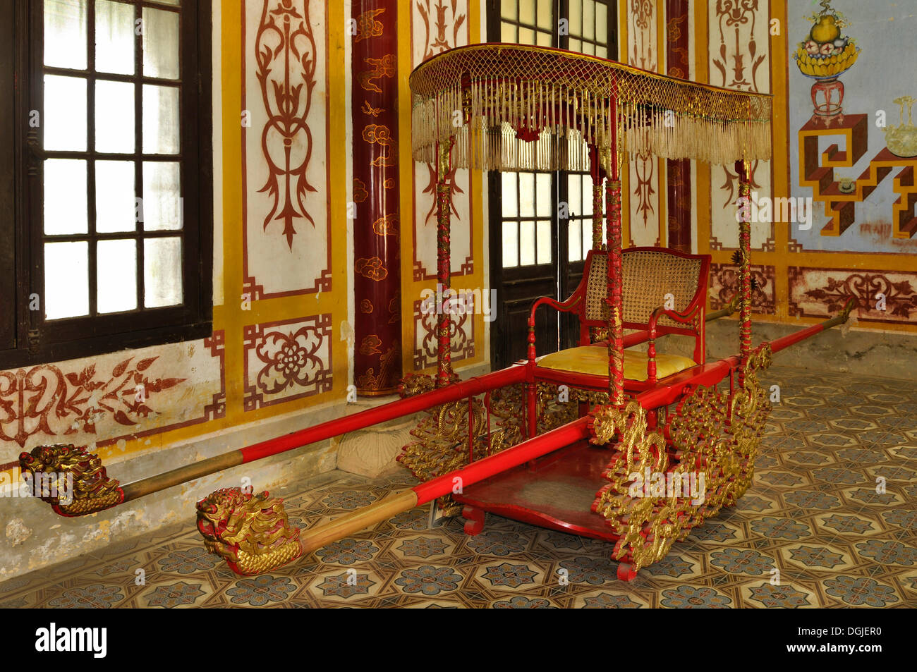 The Emperor's litter or sedan in the citadel, Mandarin halls, Hoang Thanh Imperial Palace, Forbidden City, Hue - Stock Image