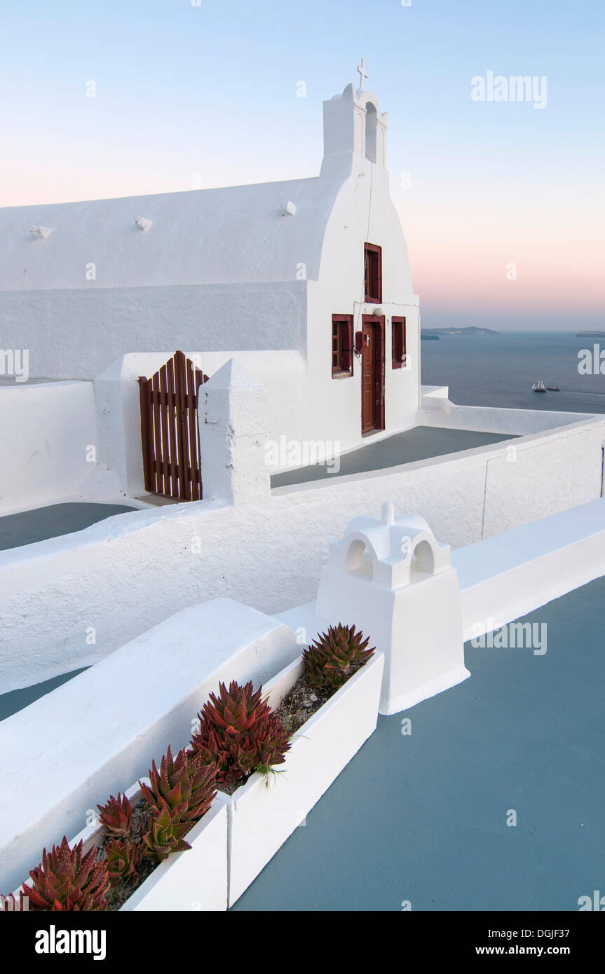 Typical Greek chapel, Santorini, Cyclades, Greece, Europe - Stock Image