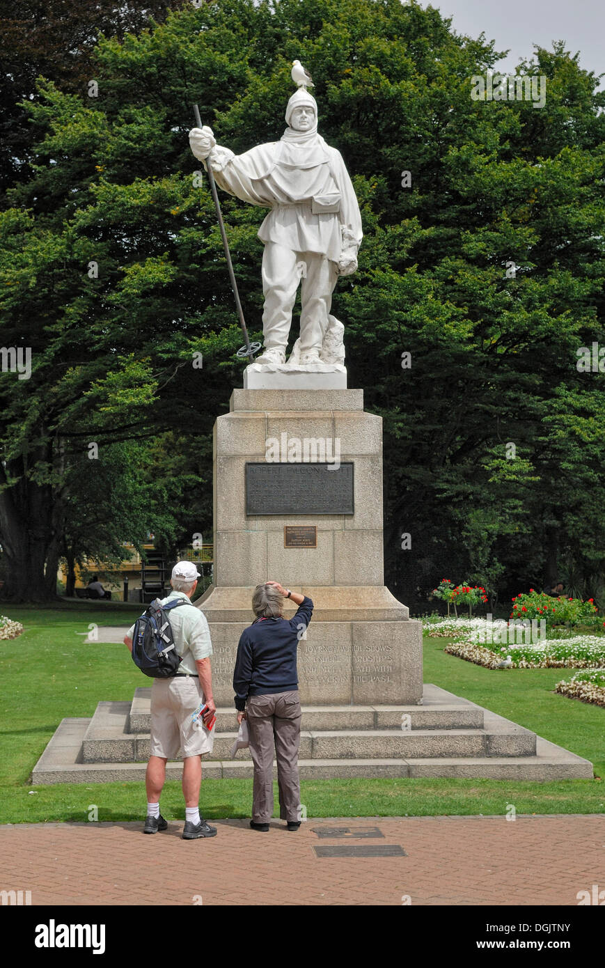 Monument to the Antarctic explorer Robert F. Scott, with tourists and seagulls, Christchurch, South Island, New Zealand - Stock Image