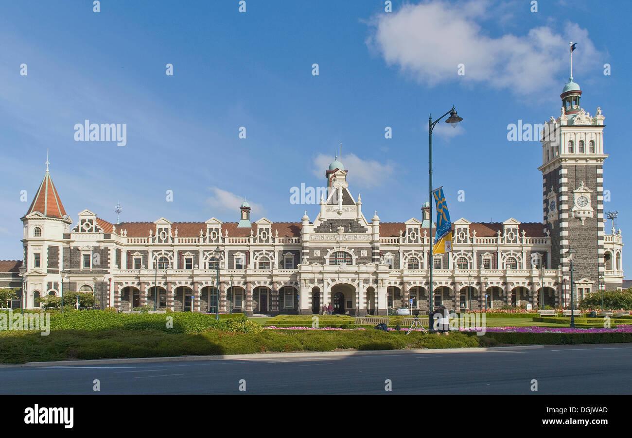 Historic railway station built in a neo-Renaissance style, Dunedin, South Island, New Zealand - Stock Image