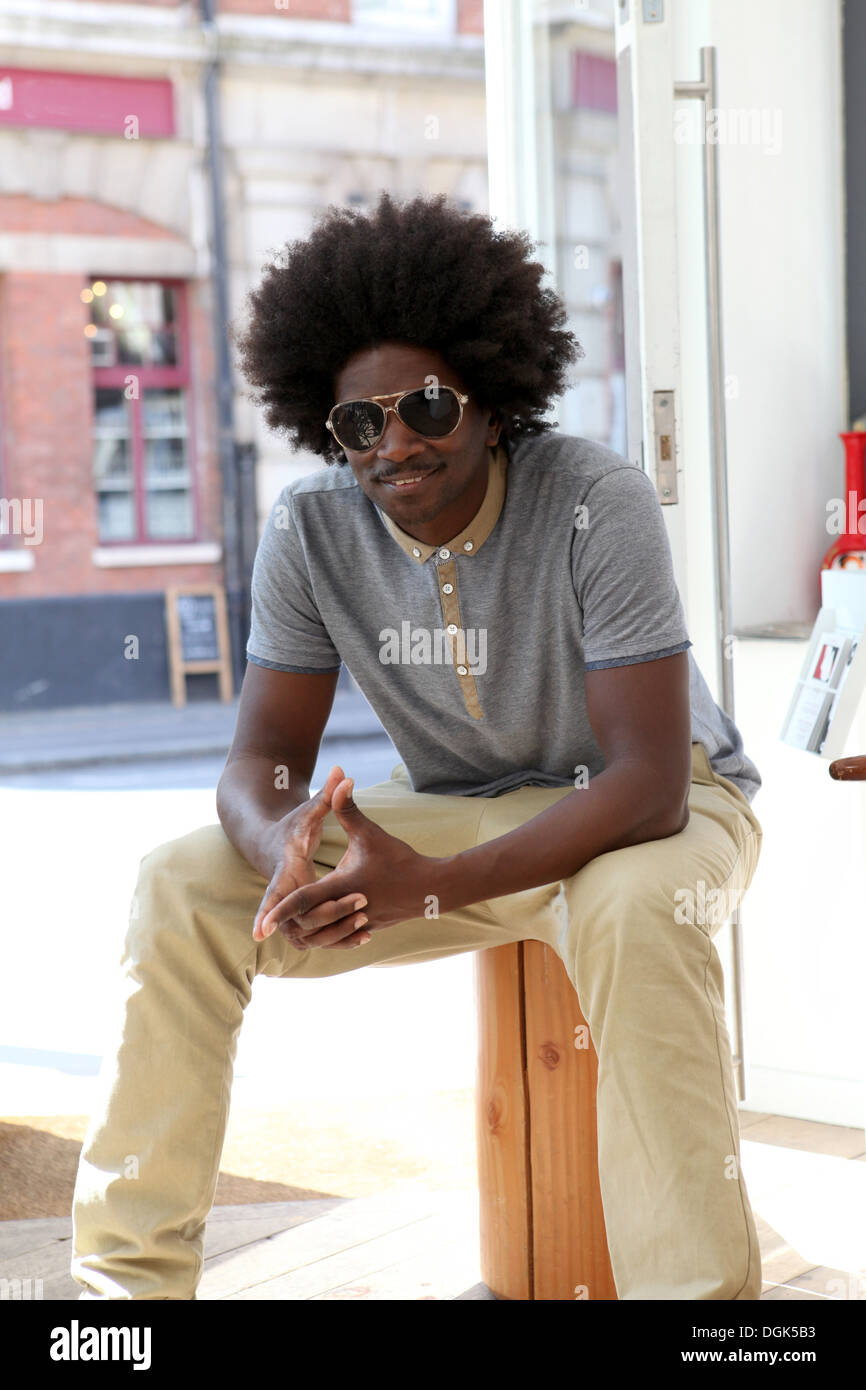 Mature man with afro hair wearing sunglasses - Stock Image