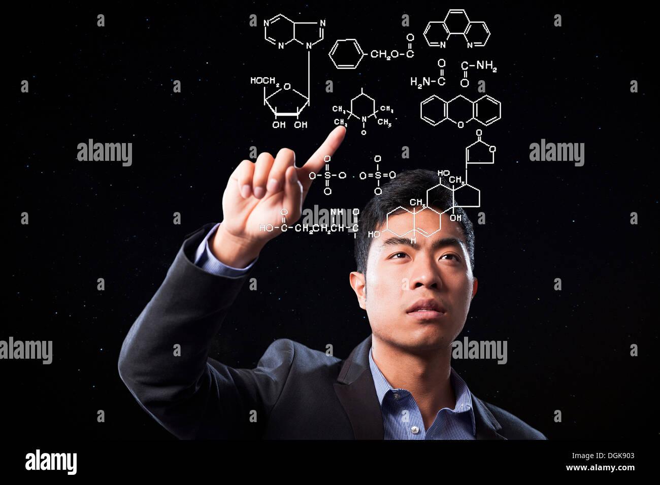 Businessman pointing at scientific diagram - Stock Image