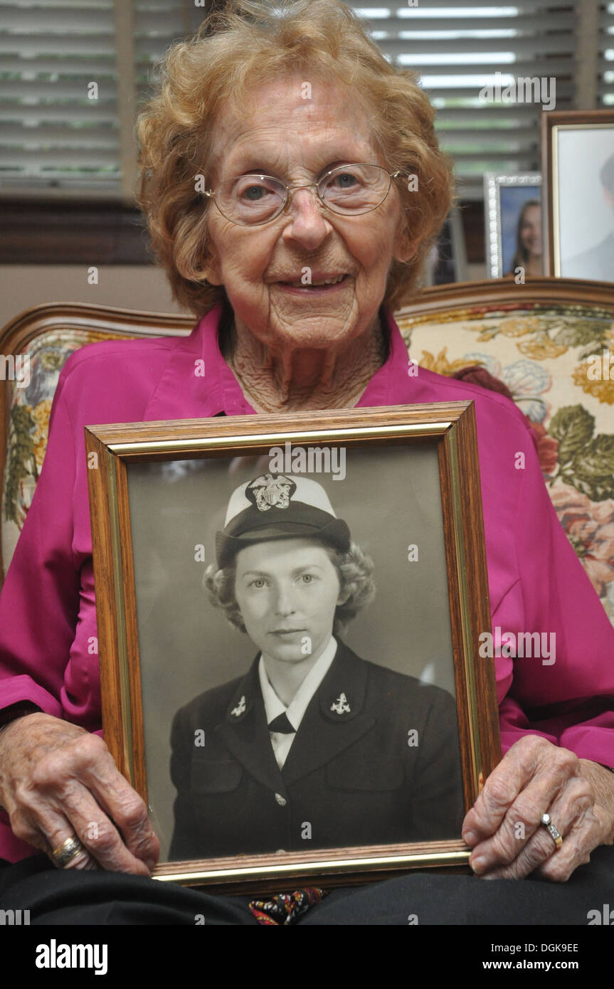 Genevieve Parker in her Clinton, Md., home recalls her service as a WAVE in the U.S. Navy at the Dahlgren Naval Stock Photo