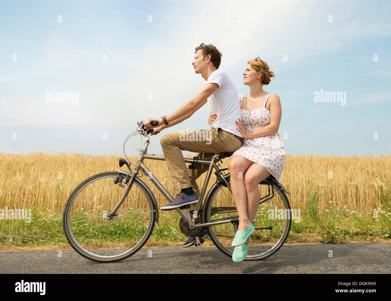 Couple riding bicycle - Stock Image