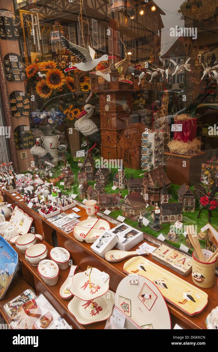 Elk213-1678v France, Alsace, Obernai, shop window - Stock Image