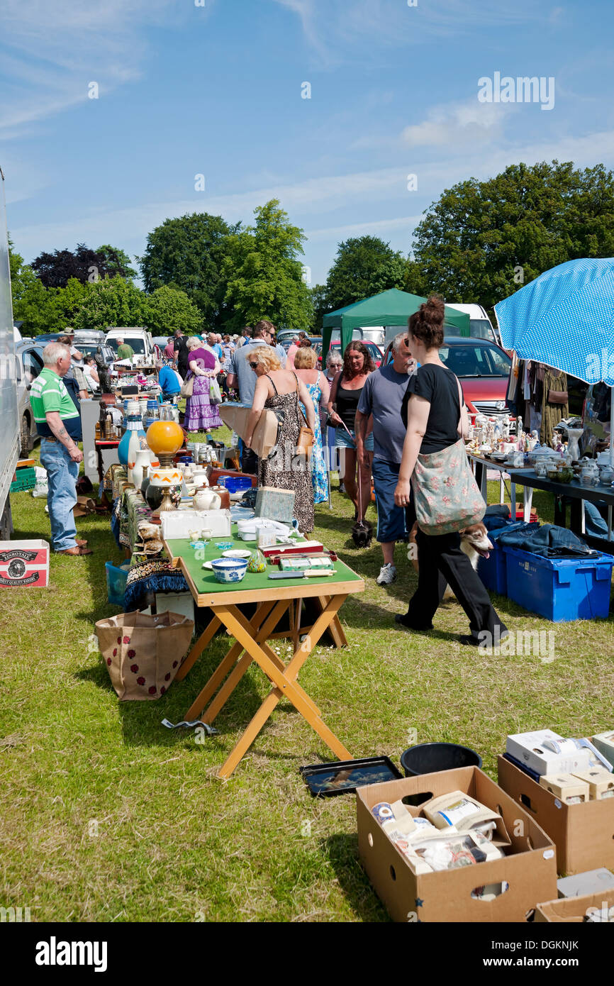 People visiting car boot sale in Bedale. - Stock Image
